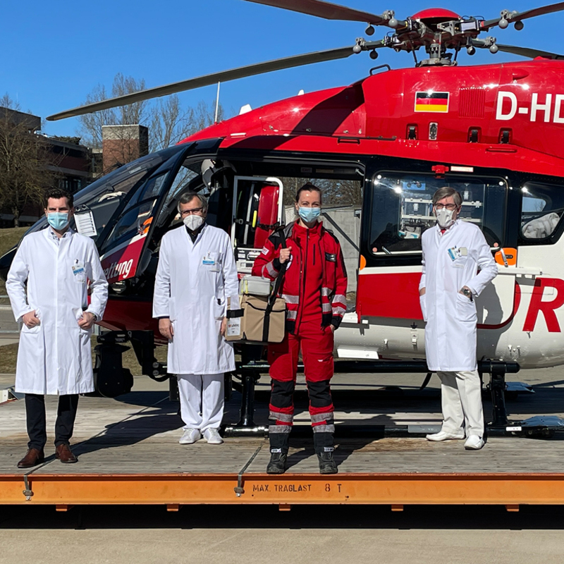 Christoph Regensburg flies with blood and plasma reserves