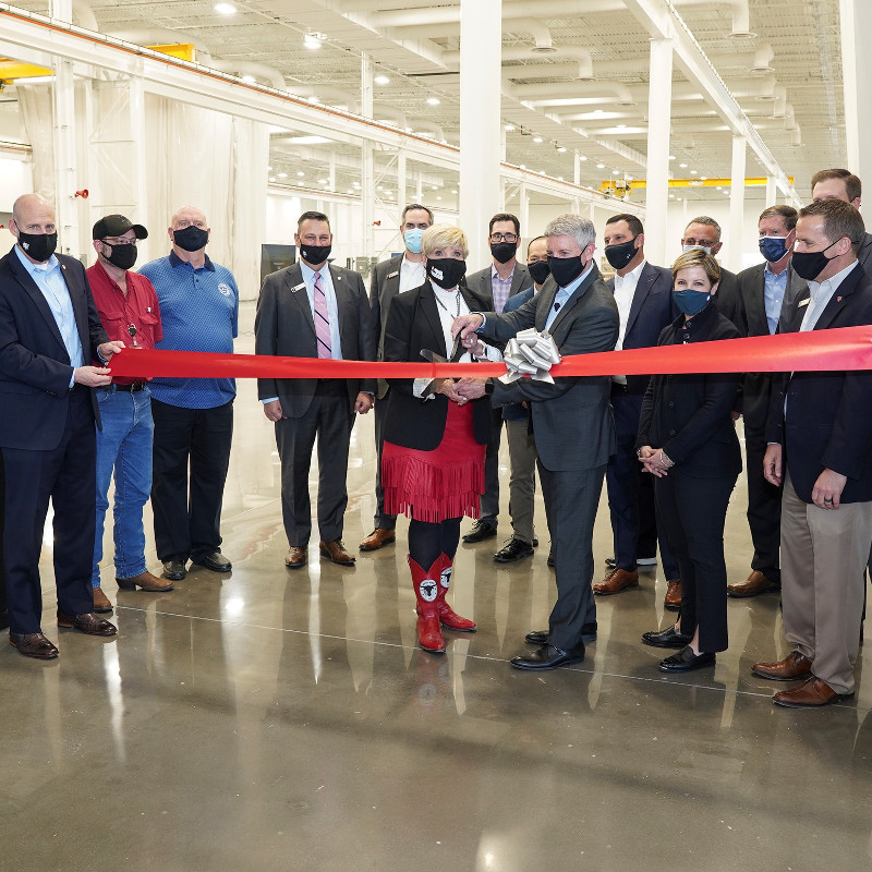Bell cuts ribbon on Manufacturing Technology Center