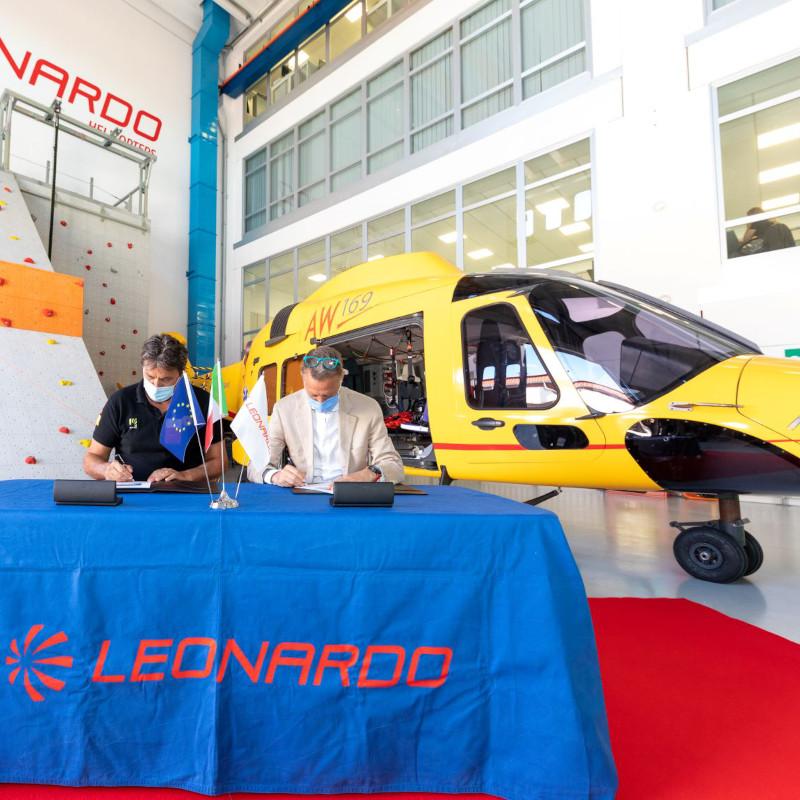 Leonardo, Italian National Alpine and Speleological Rescue Corps renew cooperation agreement