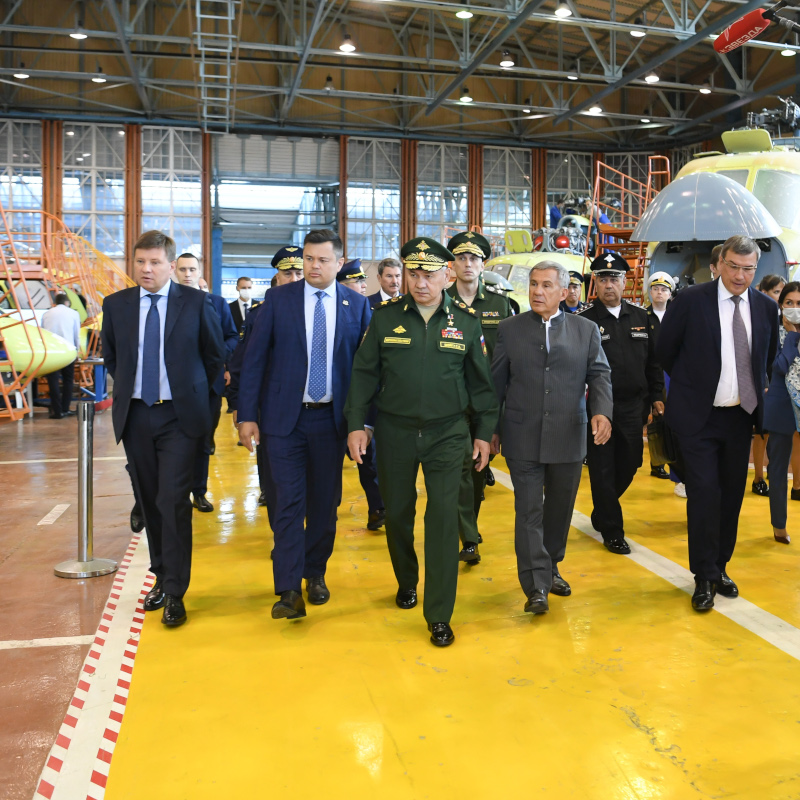 Russian Defence Minister views new Mi-8MTV-5M
